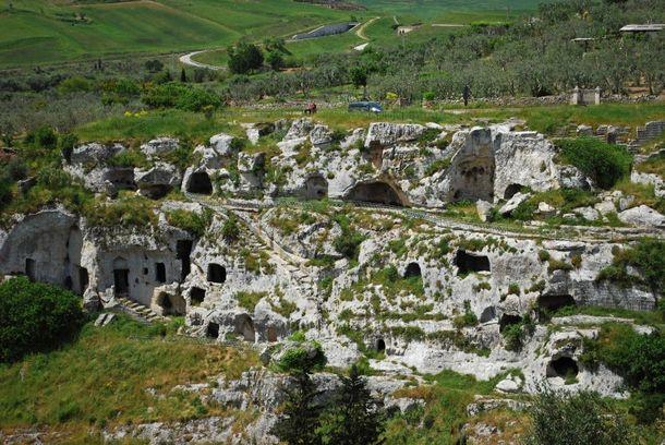 Complesso-Grotte-Sette-Camere---Habitat-Rupestre